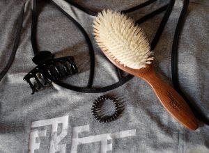 Comment sécher ses cheveux naturellement et sans frisottis
