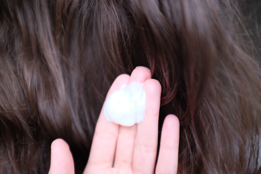 Comment bien appliquer son après-shampoing pour une hydratation maximale ?