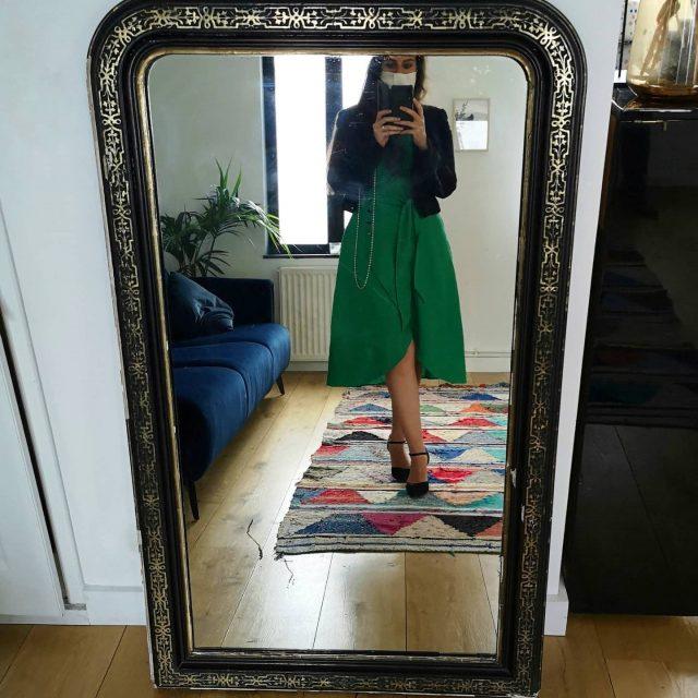 Il y a quelques temps, je vous disais en story que je ne mets quasiment jamais de pantalons. Je dois réellement en porter 2 fois dans l'année, et encore... 😏  Quand l'automne arrive, j'avoue que je ressens un plaisir immense à ressortir mes collants opaques, mes jupes plus courtes (que je n'assume pas sans collants opaques 😅), mes petites bottines de sorcière 🧙🏻♀️ 😄 et mes sacs plus ''habillés'' 👜👢 (j'adore les sacs cartable, ma passion !)   Je trouve que l'automne est la meilleure saison pour s'habiller, j'adore l'été pour sa facilité (on enfile une robe et hop on est habillée) mais j'adore encore plus l'automne pour tous les looks qu'on peut créer 😍  Et vous, quelle est votre saison préférée pour vous habiller ? 👗 👖 👚🧥  Bonne fin de week-end à tous ! 💜  ✨ #robe #dress #mode #fashion #tenuedujour #ootd #look #automne