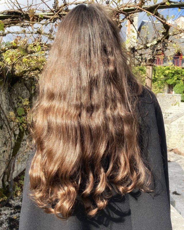 Tic tac... 🕰️ ✨ La semaine prochaine, je vous sors enfin sur mon blog l'article que vous attendez depuis un moment !... Le fameux... sur mon arrêt total du chignon ! 🙌 ✨ Restez connectés, ça va secouer 😁 bonne soirée à tous ! 💜🌙 ✨ #cheveuxnaturels #cheveuxlongs #soinsnaturels #longhairdontcare #hairstyle #naturalhair #cape #chenonceau